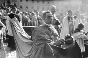 Hubert Wolf: Pope and Devil – The Vatican's Archives and the Third Reich