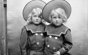 Absurd Questions You Get Asked Being An Identical Twin With LesbianMoms