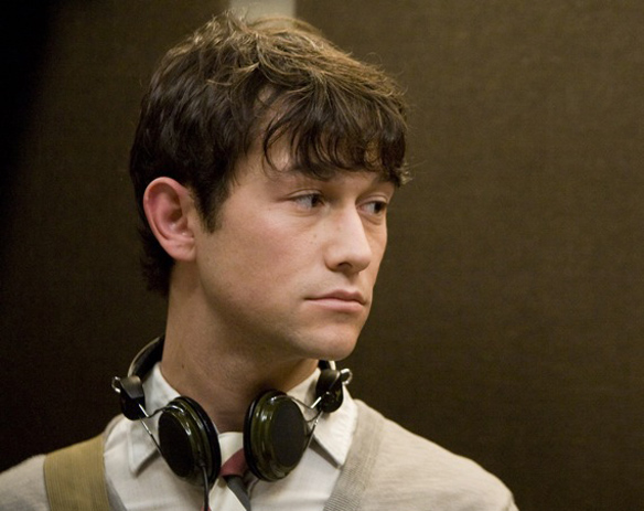 JGL, exhibiting his trademarked Puppy Dog Eyes, with which the Gossamer cannot compete. (500) Days of Summer