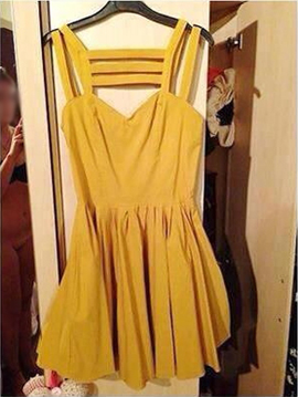 Woman Accidentally Includes Nude Photo Of Herself In eBay Listing, Listing Goes Viral