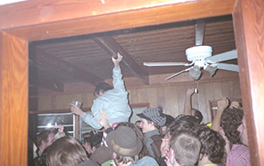 10 People Who Show Up To Every Off-Campus College HouseParty