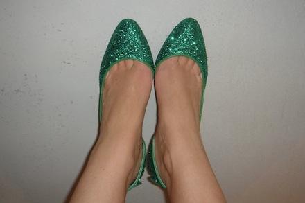 Julia Allison's green sparkle shoes!