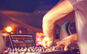 Watch This Crazy-Ass DJ OWN HisTurntable