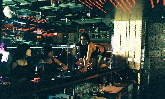 9 Steps To Achieve Popularity In Manhattan's Posh ClubScene