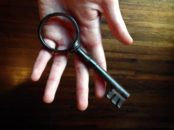 LA Kat Von D's Gate Key