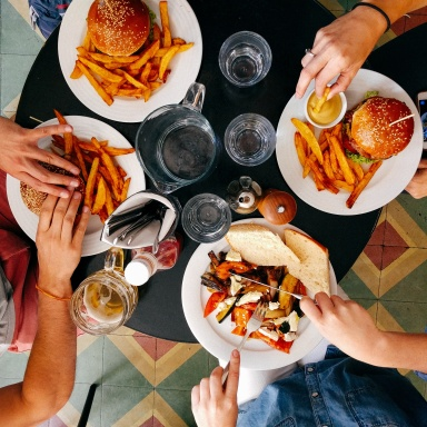 9 Ways To Win Over His Family The First Time You Meet Them