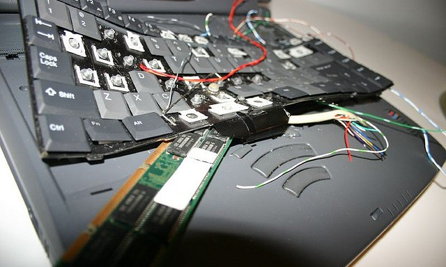 9 Electronic Equipment That Fail To Work (At Work) And I Swear It's OnPURPOSE