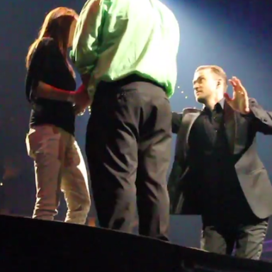 Watch Justin Timberlake Stop His Concert To Help A Fan Propose To His Girlfriend