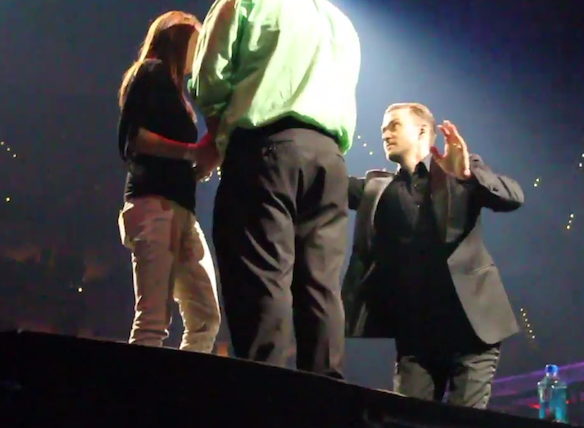 Watch Justin Timberlake Stop His Concert To Help A Fan Propose To HisGirlfriend