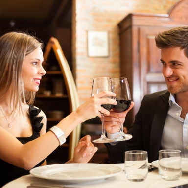 10 Things Women Should Do On A First Date