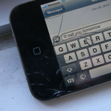 10 Reasons Why Texting Is Awful For Society And Ruining It Too