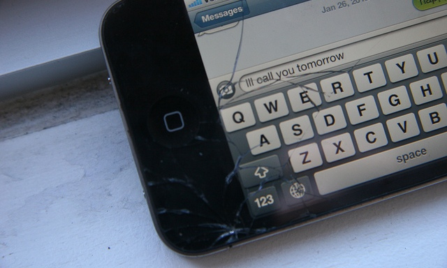 10 Reasons Why Texting Is Awful For Society And Ruining ItToo