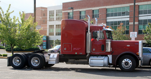 This is a Peterbilt.  Flickr / born1945