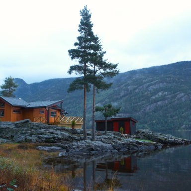 10 Things That Happen When You Live In The Middle Of Nowhere (On Purpose)