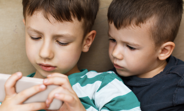 If You Want Your Kids To Be Rich, Get Them An iPhone And A TwitterAccount
