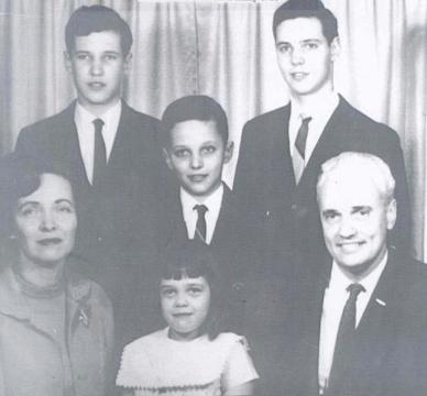 The Robison family, Mike V