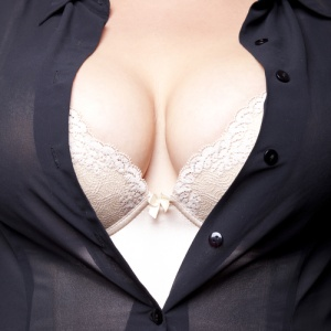 13 Complaints I Have About Having Big Breasts