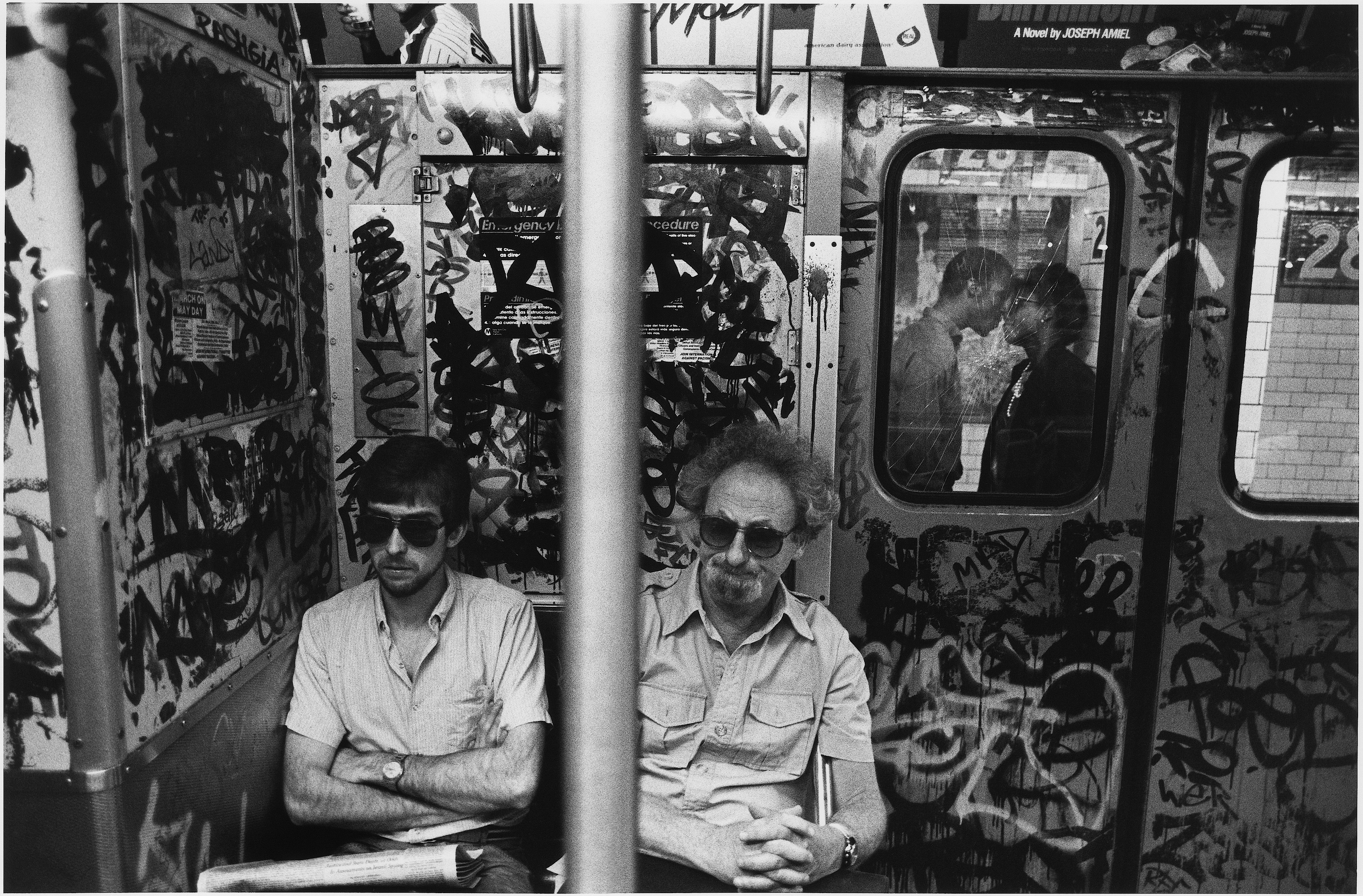 Subway couple kissing, 1987 Richard Sandler Photography