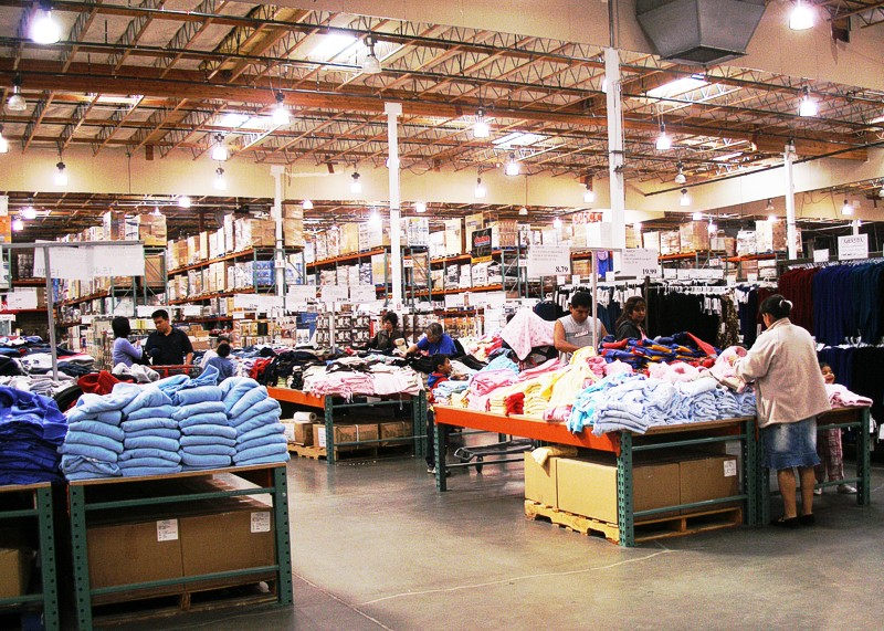 The interior of a typical Costco warehouse club store. image - Coolcaesar