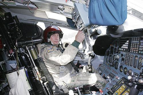 Vladimir_Putin_Cockpit_TU-160_Bomber