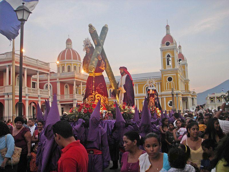 Procesión de Jesús del Gran Poder y la Dolorosa. Plaza de la Independencia. image - Chopanito