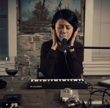 """One-Woman Band Plays Nirvana's """"Heart-Shaped Box"""" And I Want To Be Her, Please"""