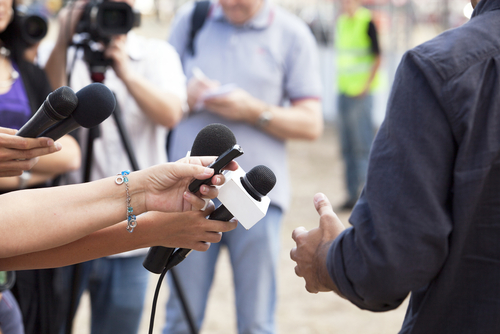 8 Reasons Why You Should Date AJournalist