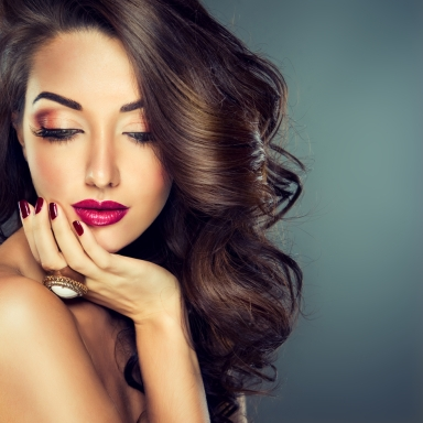 4 Reasons Why Women Wear Makeup (For Those Who Just Don't Get It)