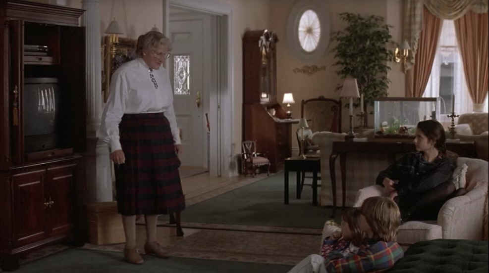 Mrs.-Doubtfire-living-room-TV