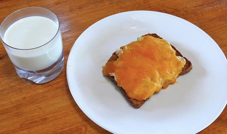 32 People On The Struggle Snack They Love To Make When Their Kitchen Is Empty