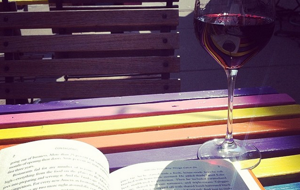 50 Thoughts Every Woman Has While OnInstagram