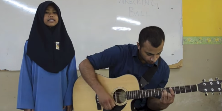 """Miley Cyrus, Eat Your Heart Out. Watch This Malaysian Student Sing """"Wrecking Ball"""" And CrushIt."""
