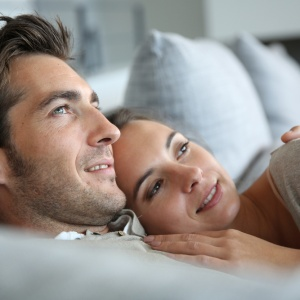 5 Pros And Cons OfDating AGrown-AssMan That Women Need To Be Aware Of