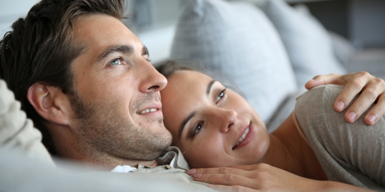 5 Pros And Cons OfDating AGrown-AssMan That Women Need To Be AwareOf