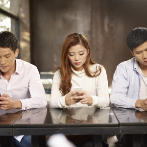 4 Things Every 20-Something Needs To Stop Doing With Their Smartphones
