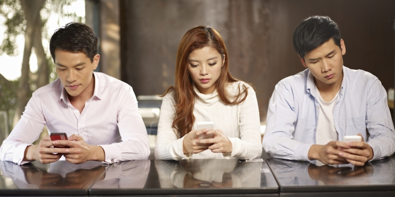 4 Things Every 20-Something Needs To Stop Doing With TheirSmartphones