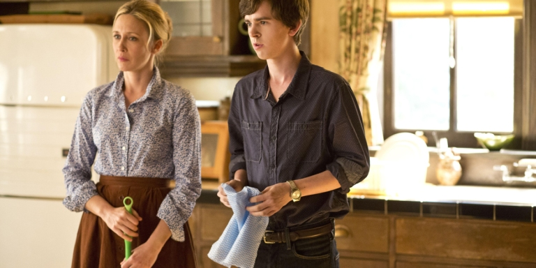 """Why """"Bates Motel"""" Is The New """"TwinPeaks"""""""
