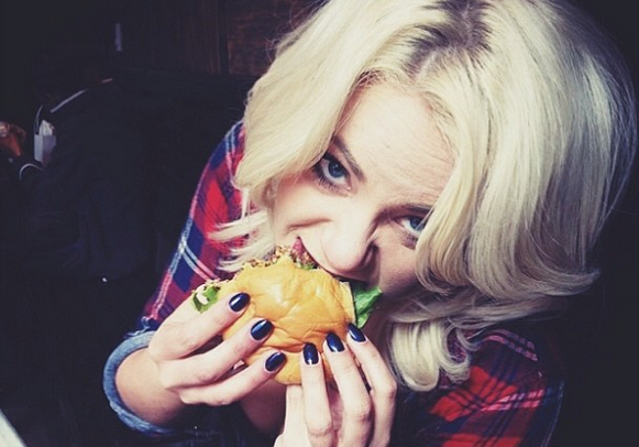 16 Things You Just Can't Do With Fake Nails (And 16 Things YouCan)
