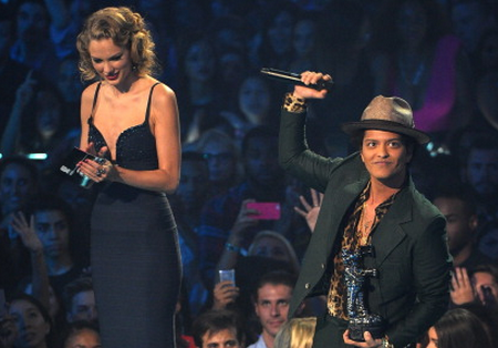 6 Reasons Taylor Swift And Bruno Mars Are Made For EachOther