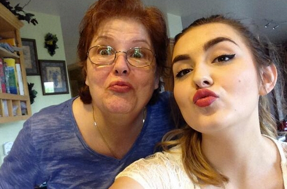 This Is What Happens When Teens Make Their Grandmas Take Duck Face Selfies WithThem