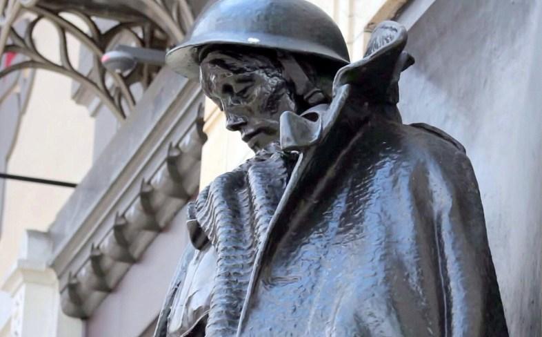 Jagger soldier at Paddington - ready