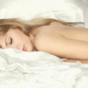 8 Awesome Benefits Of Sleeping Naked