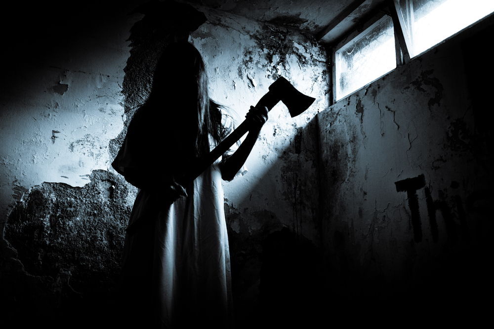 """25 Haunted House Workers Reveal Their """"Worst-Of"""" Stories"""