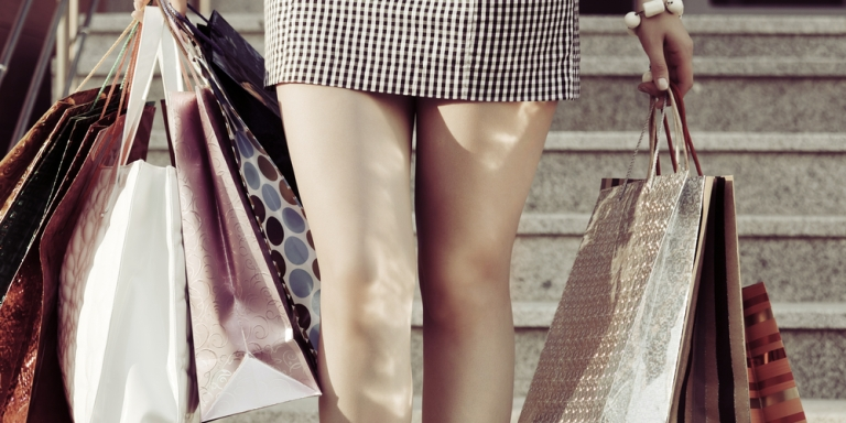 50 Thoughts All Girls Have WhileShopping