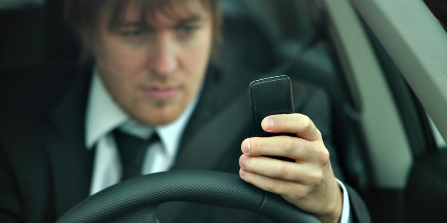 10 Grimly Ironic Texting-While-Driving CarCrashes