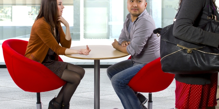 5 Tell-Tale Signs He's NotInterested