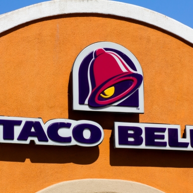 12 Signs You May Be In Love With Taco Bell