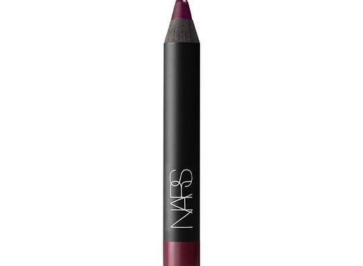 "10 Amazing Dark Lipsticks For Summer Girls Who Refuse To ""Glow"""