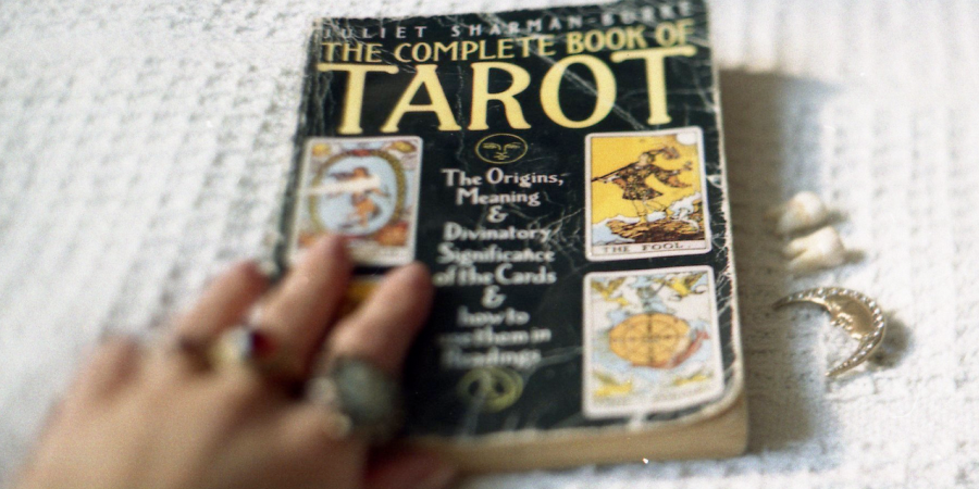 Date A Girl Who Reads Tarot
