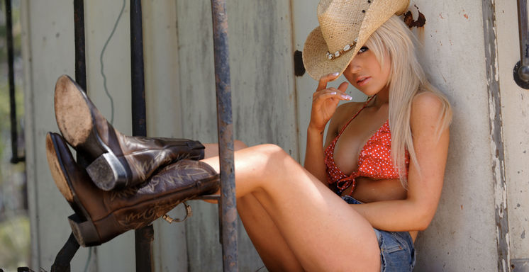 It's Hard To Be The Girl In A CountrySong
